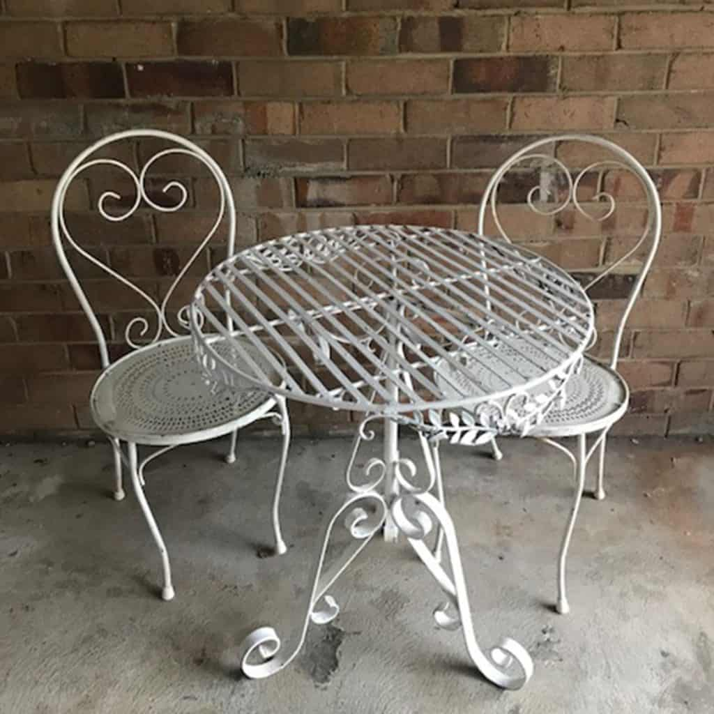 White Vintage Iron Signing Table   Matching Chairs